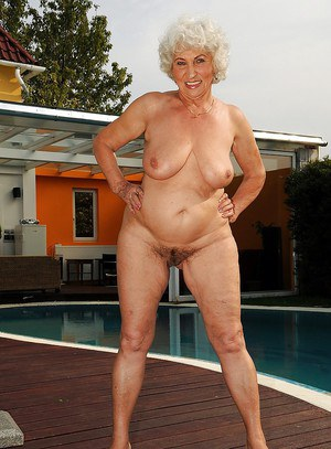 Old Pussy At Pool